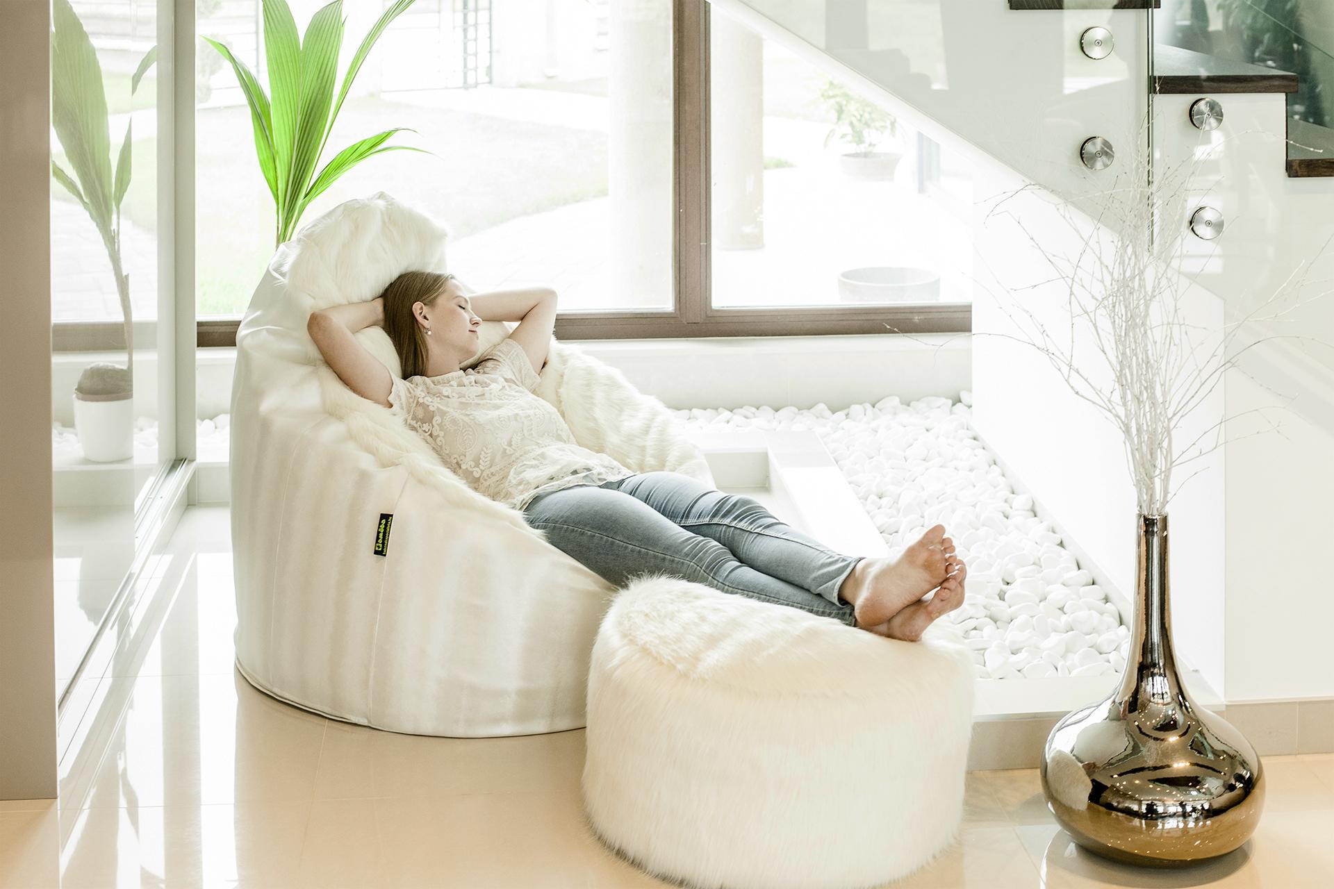 Elegáns fehér relax fotel lábtartóval