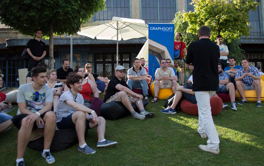 Babzsák bérlés - Amőba babzsákfotelekben ülve egy rendezvényen