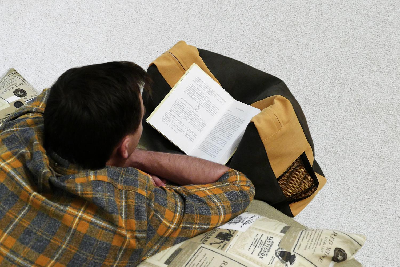 Laptoptartó olvasópárna funkcióban