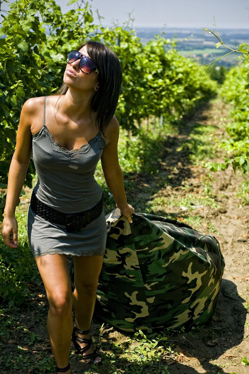 Sofa babzsákágy a szőlőben